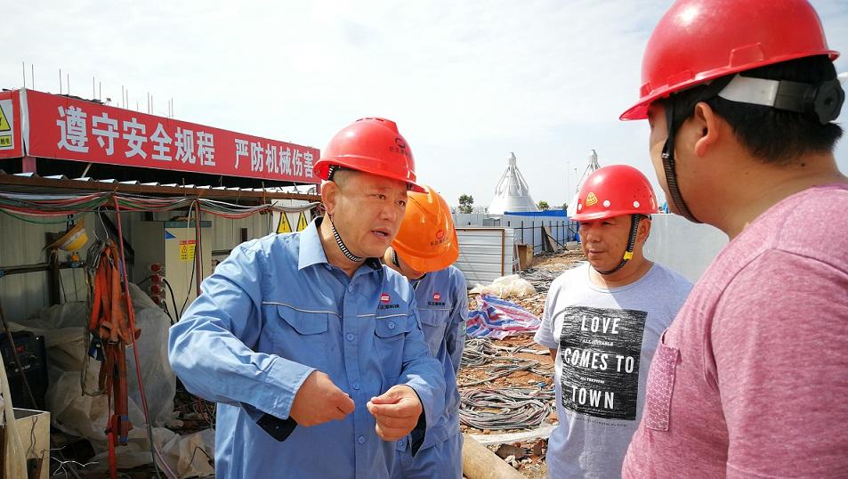 2018年5月2日,股份公司副总裁黄铁民对科技公司项目现场进行安全检查.jpg
